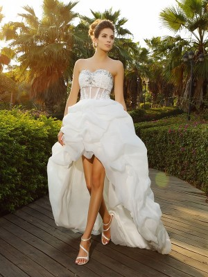 Chicregina A-Line/Princess Sweetheart Asymmetrica Organza Wedding Dress with Lace Beading