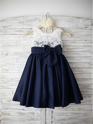 Chicregina Long A-Line/Princess Straps Sleeveless Bowknot Taffeta Flower Girl Dress