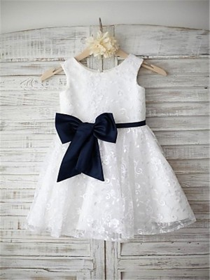 Chicregina Long A-Line/Princess Scoop Sleeveless Bowknot Flower Girl Dress with Lace