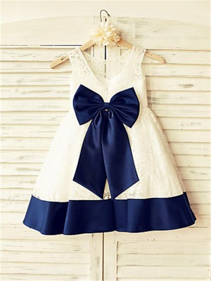 Chicregina Long A-Line/Princess Sleeveless Scoop Bowknot Flower Girl Dress with Lace