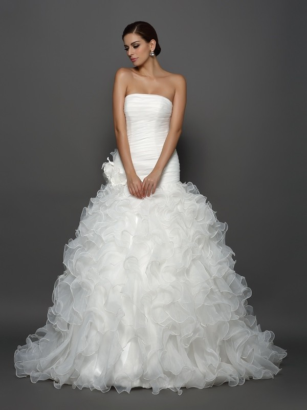 Chicregina Ball Gown Strapless Organza Cathedral Train Hand-Made Flower Wedding Dress with Lace
