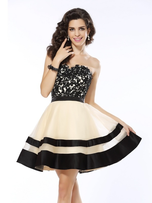 Chicregina A-Line/Princess Sweetheart Short/Mini Organza Dress with Pleats Applique