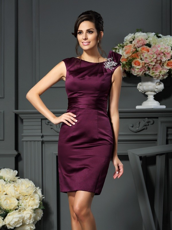 Chicregina Sheath/Column Satin Scoop Knee-Length Beading Dress with Ruched