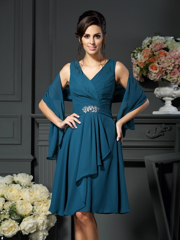 Chicregina A-Line/Princess V-neck Chiffon Beading Knee-length Mother Of The Bride Dress with Embroidery