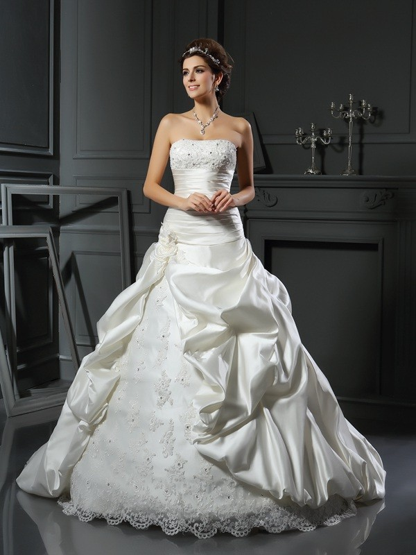 Chicregina Ball Gown Sweetheart Satin Court Train Beading Wedding Gown with Lace Applique