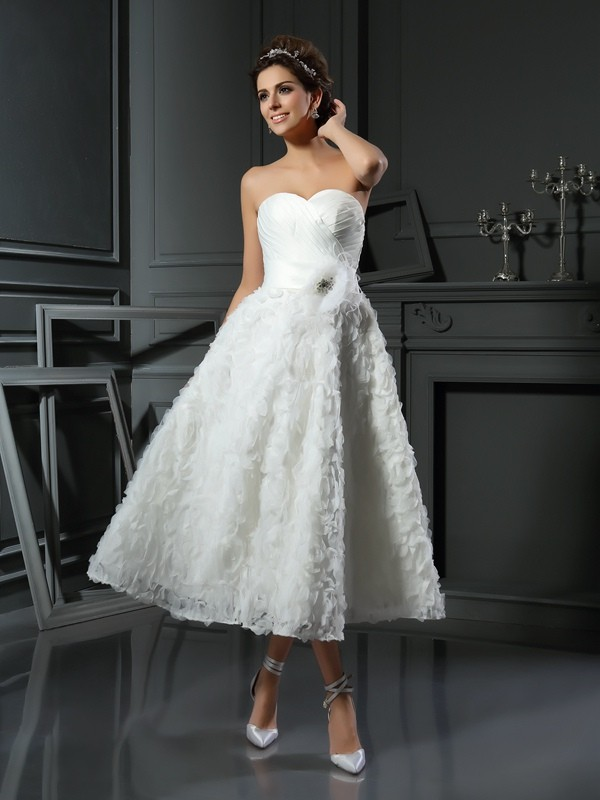 Chicregina A-Line/Princess Sweetheart Satin Tea-Length Bowknot Wedding Dress with Embroidery