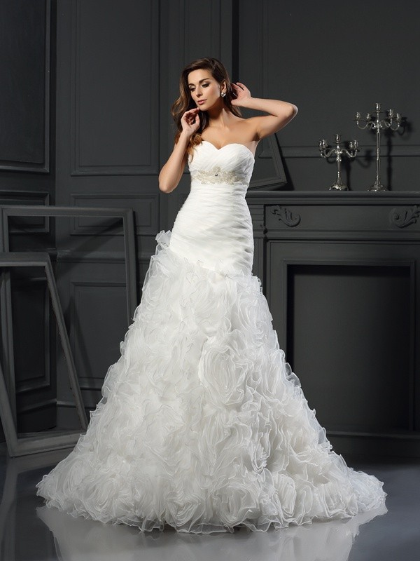 Chicregina A-Line/Princess Sweetheart Organza Chapel Train Wedding Dress with Rhinestone