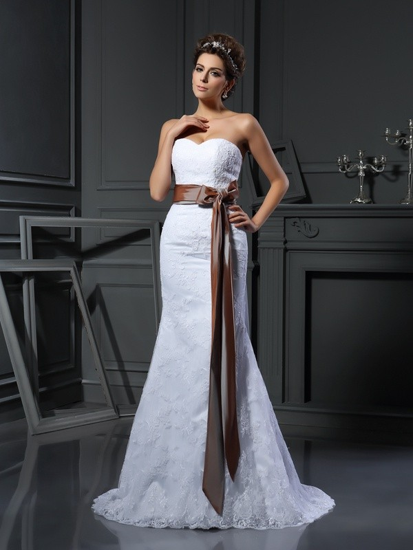 Chicregina Sheath/Column Sweetheart Net Court Train Wedding Dress with Beading Applique