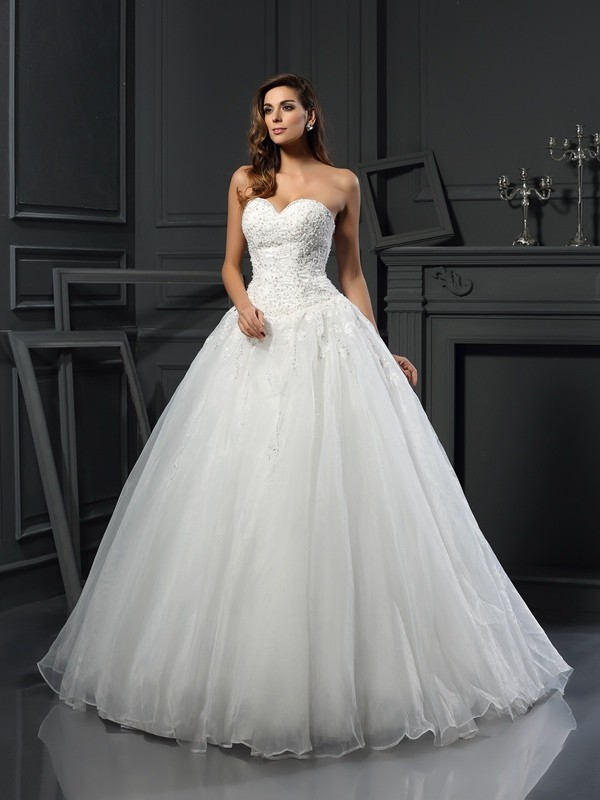 Chicregina Ball Gown Sweetheart Court Train Tulle Wedding Dress with Applique Beading