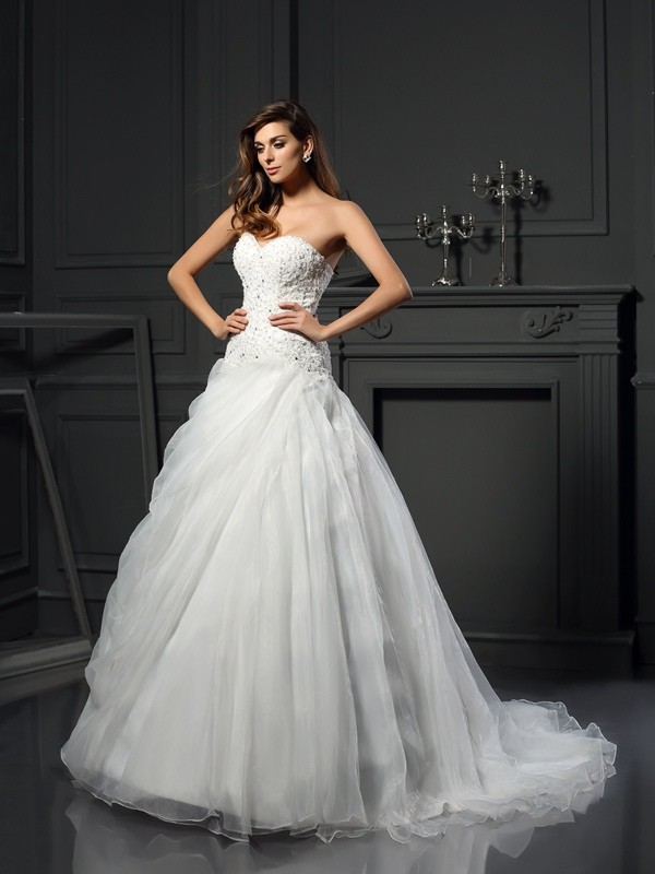 Chicregina Ball Gown Sweetheart Organza Chapel Train Ruffles Wedding Dress with Ruched