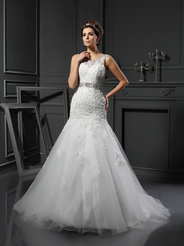 Chicregina Sheath/Column Scoop Net Court Train Wedding Dress with Pleats Applique