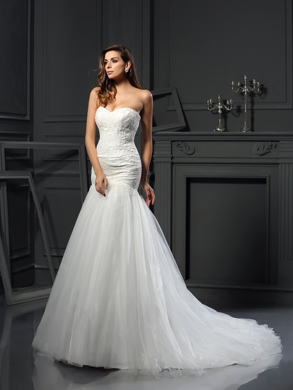Chicregina Trumpet/Mermaid Sweetheart Tulle Chapel Train Wedding Dress with Ruffles Applique