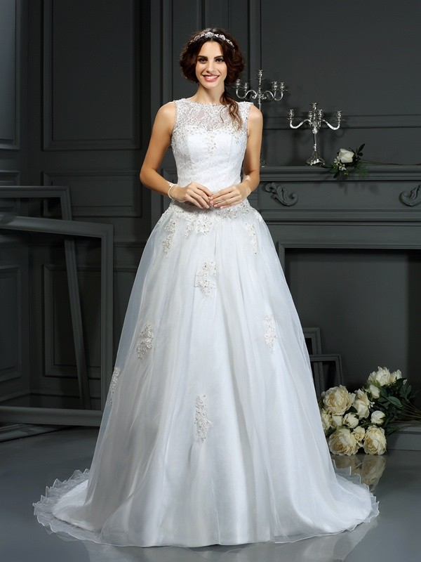 Chicregina A-Line/Princess Scoop Net Court Train Wedding Dress with Applique