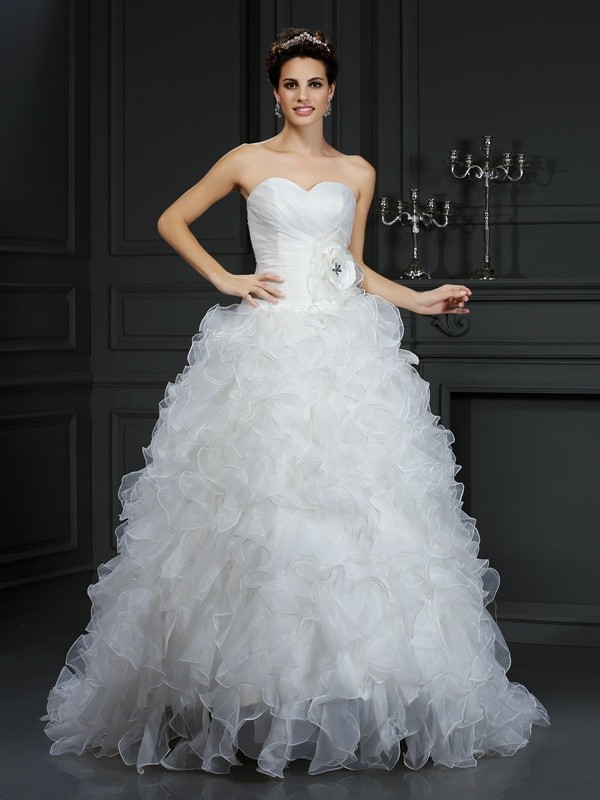 Chicregina Ball Gown Sweetheart Court Train Organza Wedding Dress with Applique