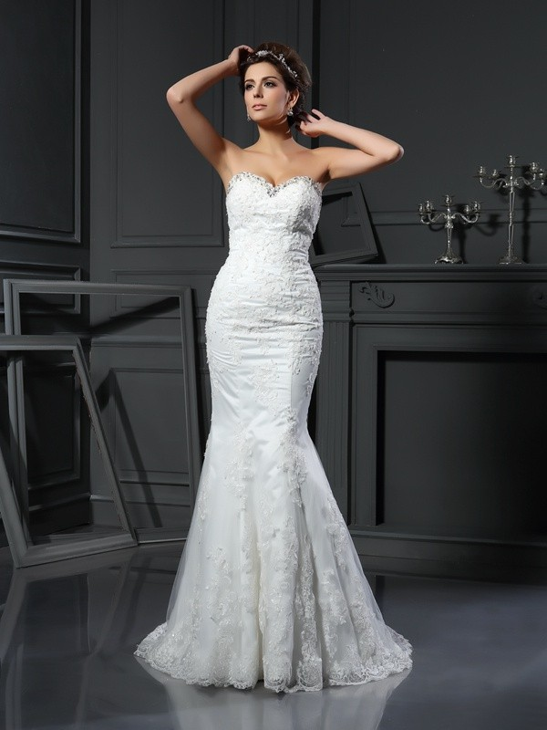 Chicregina Sheath/Column Sweetheart Net Court Train Wedding Dress with Beading