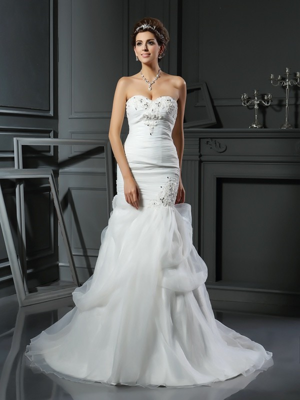 Chicregina Trumpet/Mermaid Sweetheart Net Chapel Train Applique Wedding Dress with Lace Beading