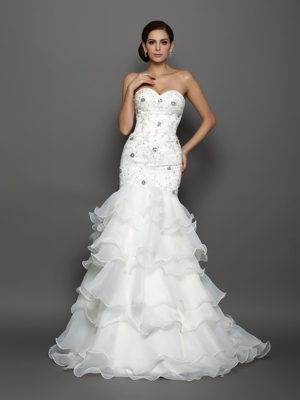 Chicregina Trumpet/Mermaid Sweetheart Organza Chapel Train Wedding Dress with Applique