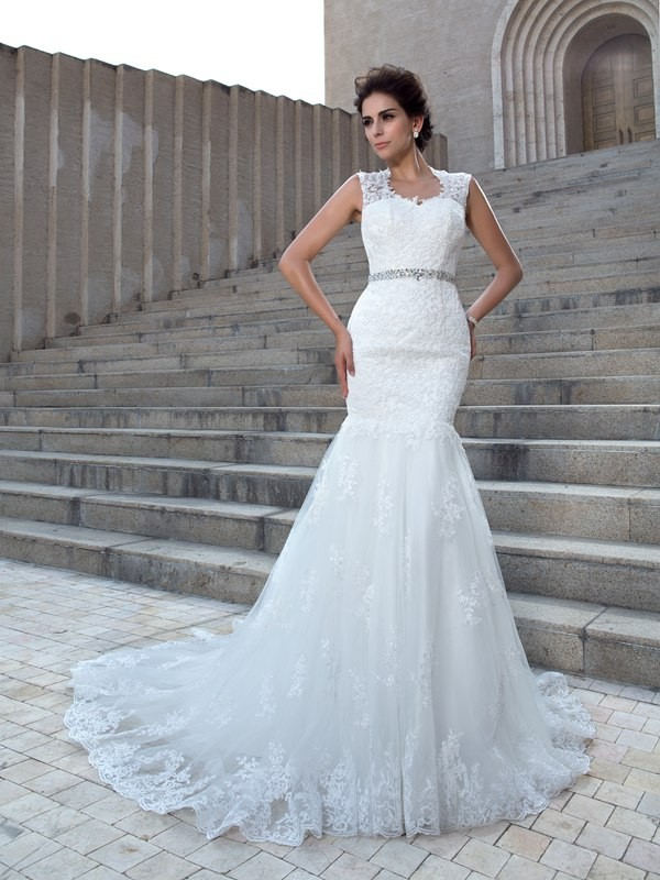 Chicregina Trumpet/Mermaid V-neck Chapel Train Lace Wedding Dress with Beading Applique