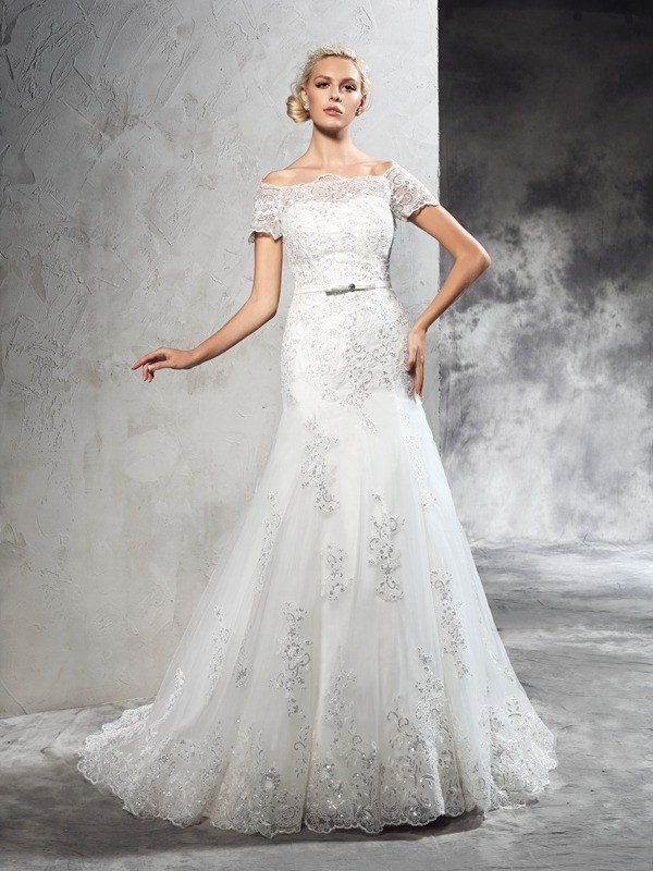 Chicregina Sheath/Column Off-the-Shoulder Short Sleeves Court Train Net Wedding Dress with Pleats Applique