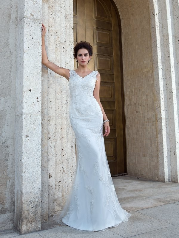 Chicregina Trumpet/Mermaid V-neck Sweep/Brush Train Net Wedding Dress with Beading Applique