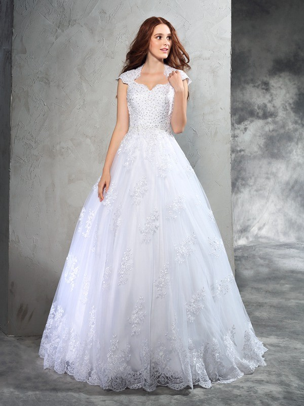 Chicregina Ball Gown Sweetheart Court Train Organza Wedding Dress with Applique Lace