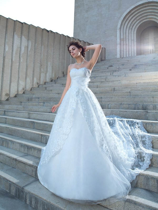 Chicregina Ball Gown Sweetheart Lace Chapel Train Wedding Dress with Beading