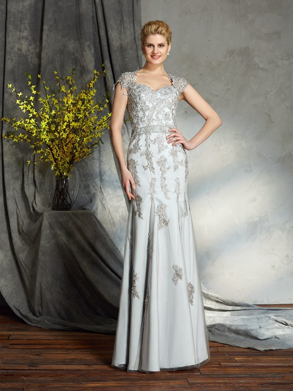Chicregina Sheath/Column Sweetheart Satin Floor-Length Mother of the Bride Dress with Beading