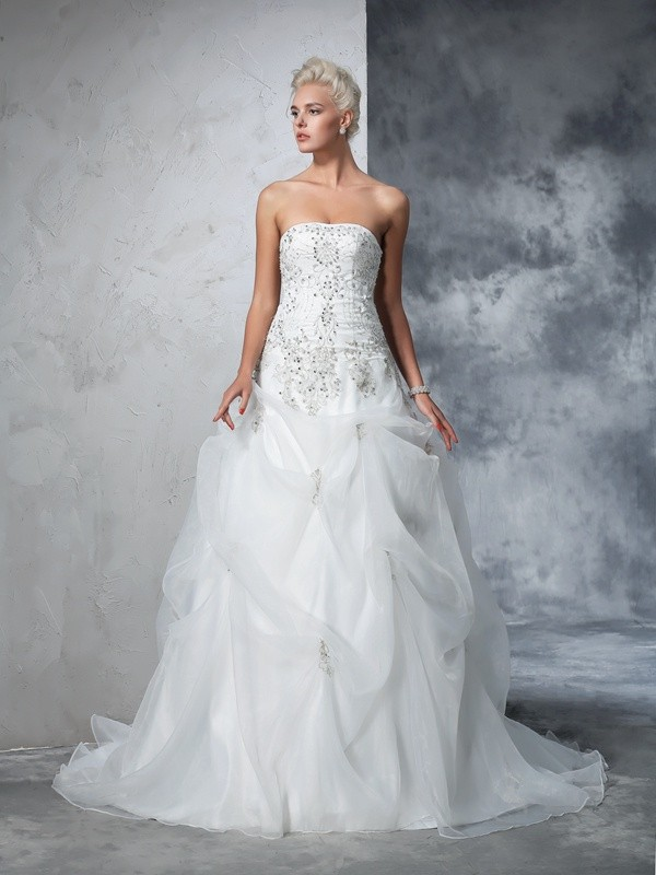 Chicregina Ball Gown Strapless Tulle Chapel Train Wedding Gown with Applique Beading