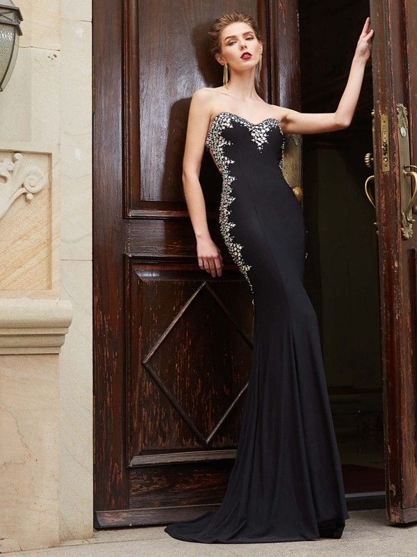 Chicregina Sheath/Column Sweetheart Sleeveless Spandex Sweep Train Dress With Sequin