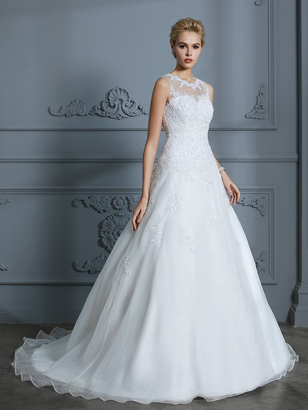 Ball Gown Scoop Sleeveless Tulle Court Train Wedding Dresses with Applique