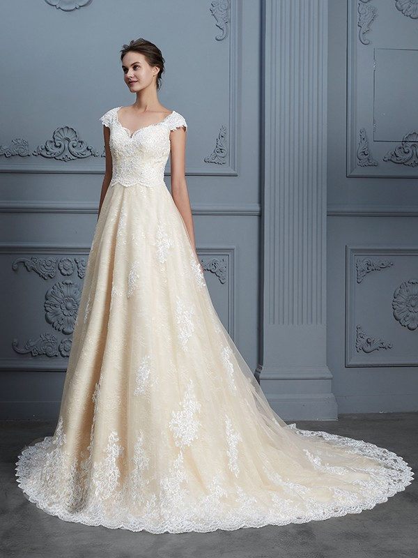Ball Gown Sweetheart Sleeveless Lace Court Train Wedding Dresses With Beading