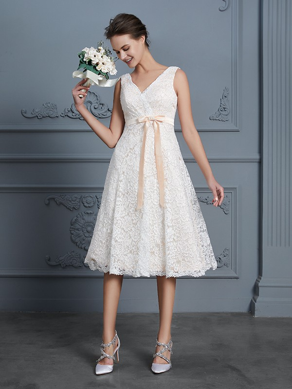 A-Line/Princess V-neck Sleeveless Lace Bowknot Knee-Length Wedding Dresses