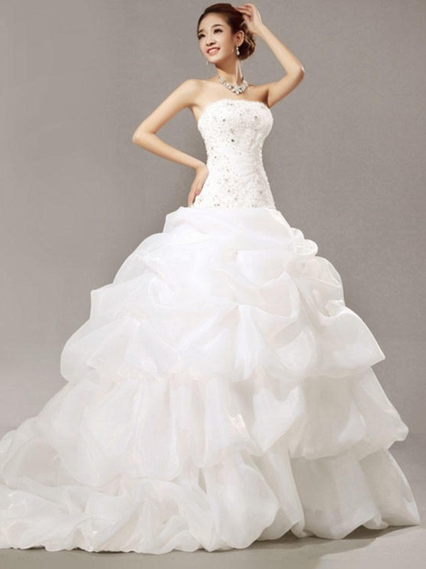 Ball Gown Sleeveless Strapless Organza Cathedral Train Lace Pleats Wedding Dresses With Beading