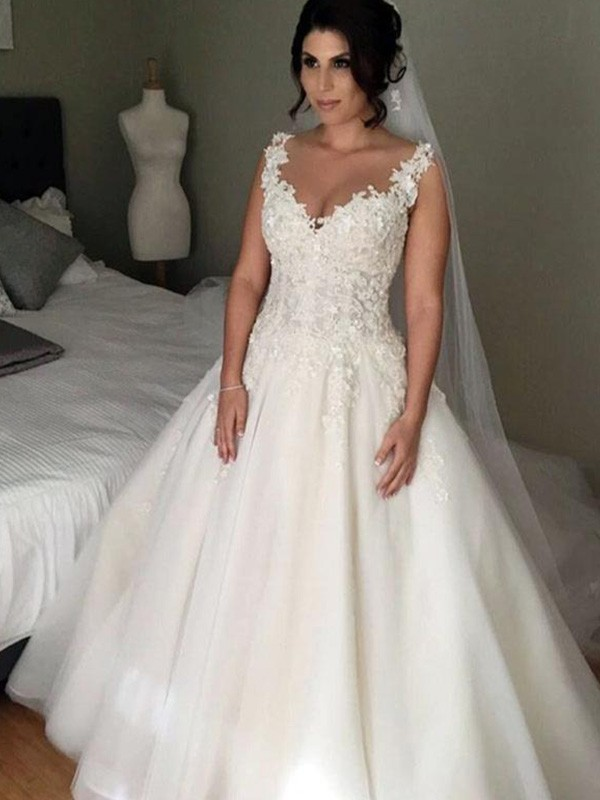 Ball Gown V-neck Sleeveless Lace Court Train Tulle Wedding Dresses With Applique