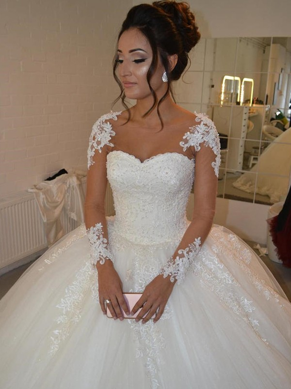 Ball Gown Scoop Long Sleeves Tulle Court Train Wedding Dresses With Applique