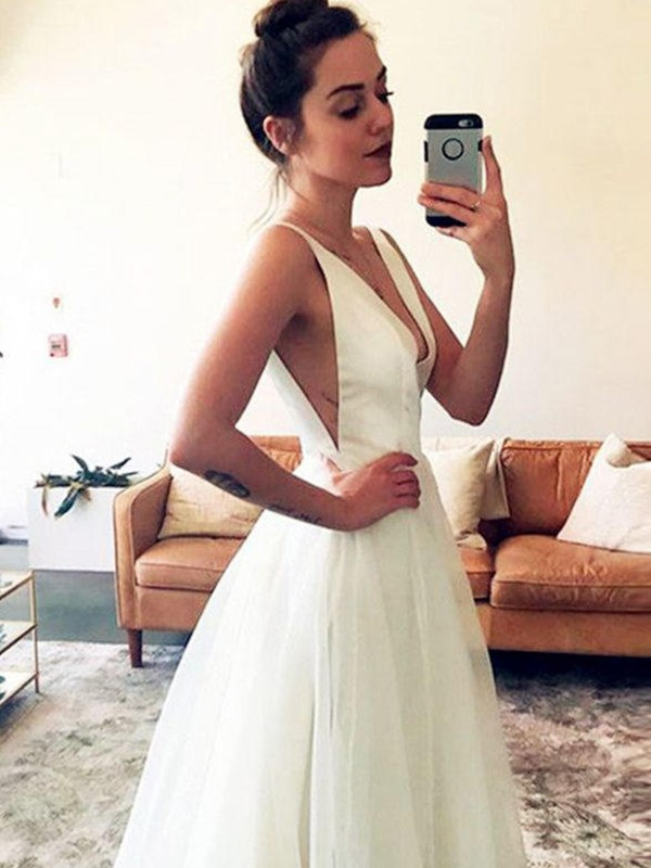 A-Line/Princess V-neck Ruched Sleeveless Sweep/Brush Train Tulle Wedding Dresses