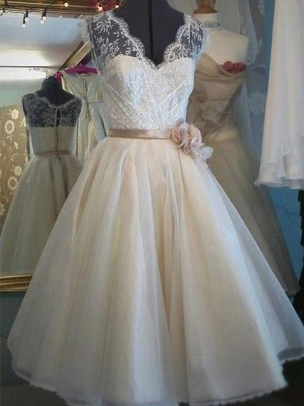 Knee-Length A-Line/Princess V-neck Sleeveless Tulle Wedding Dresses