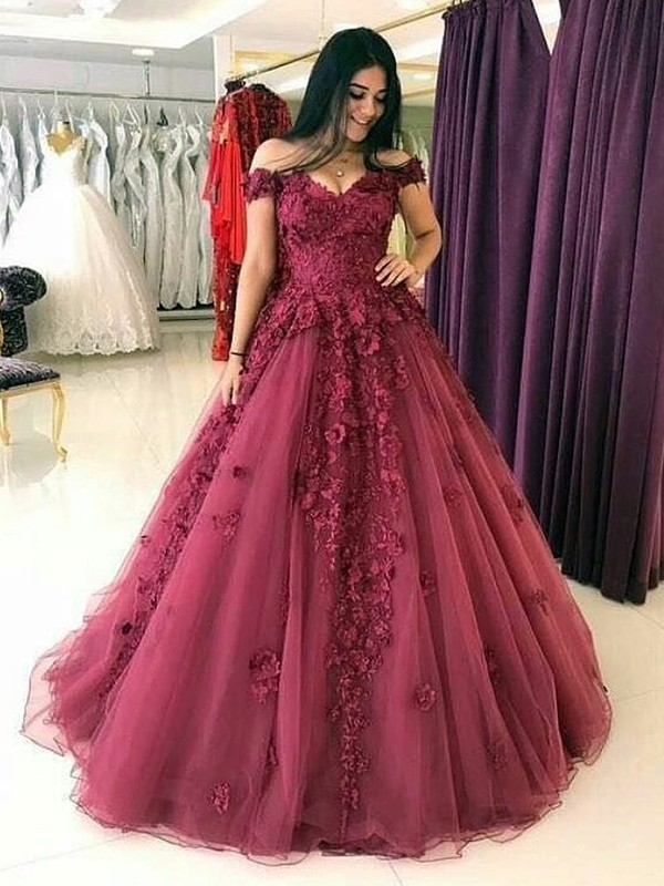 Ball Gown Off-the-Shoulder Sleeveless Tulle Sweep/Brush Train Applique Dresses
