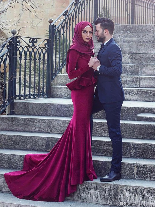 Trumpet/Mermaid Scoop Long Sleeves Sweep/Brush Train Ruffles Velvet Muslim Dresses