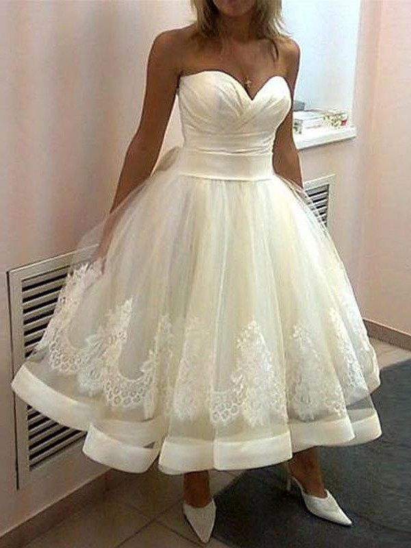 Ball Gown Sweetheart Tulle Sleeveless Tea-Length Wedding Dress With Applique