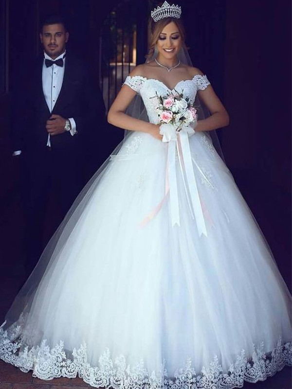 Ball Gown Tulle Off-the-Shoulder Floor-Length Sleeveless Wedding Dresses With Lace